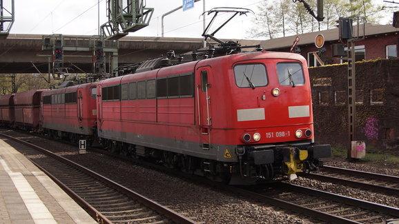 DB BR 151 098-1 met Erts te Hamburg Harburg